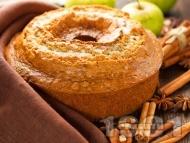 Канелен кекс с орехи и ябълки